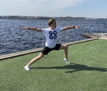 hyvinvointia liikkumalla rmies joogaa rannalla